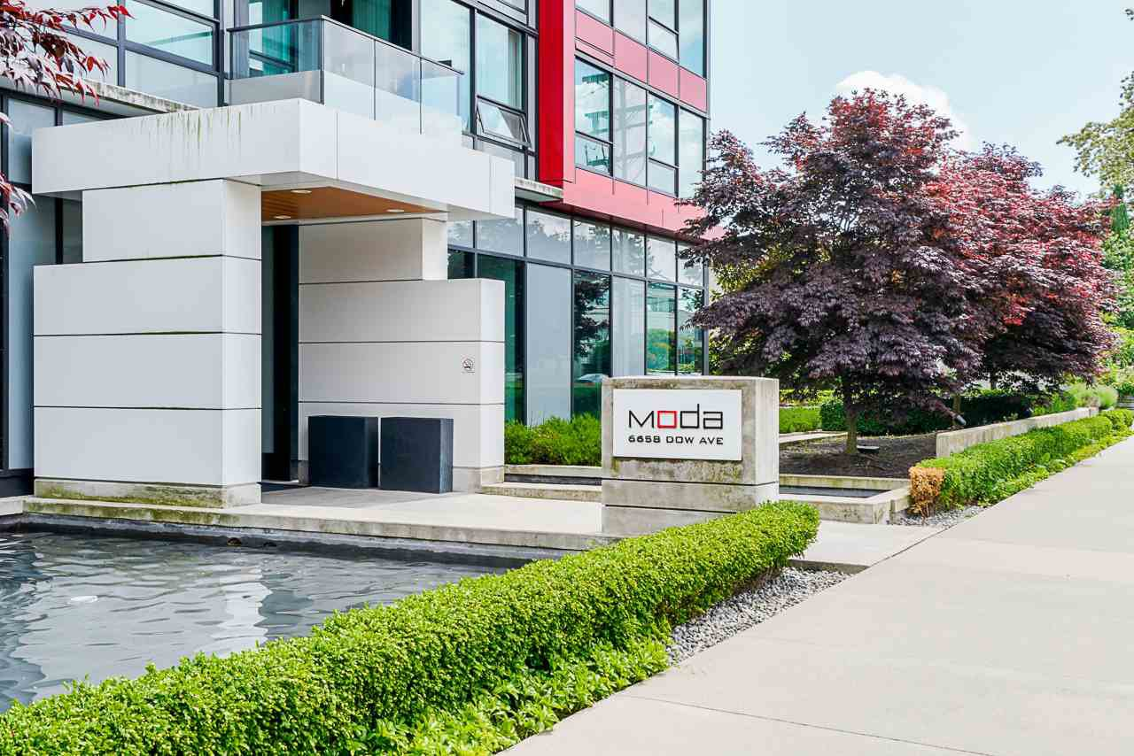 "Main Photo: 1806 6658 DOW Avenue in Burnaby: Metrotown Condo for sale in ""MODA"" (Burnaby South)  : MLS®# R2476384"