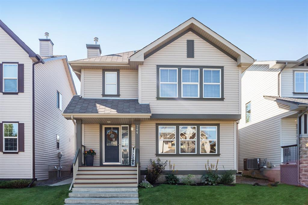 Main Photo: 744 PRESTWICK Circle SE in Calgary: McKenzie Towne Detached for sale : MLS®# A1024986