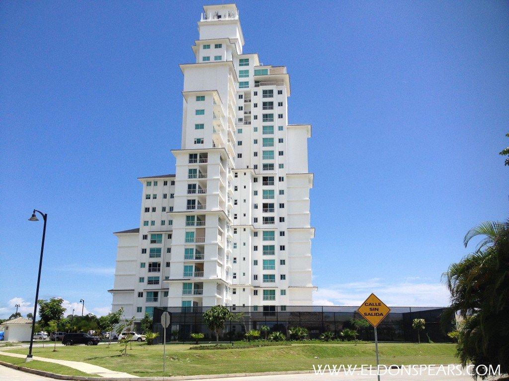 Bijao Beach Club & Residences
