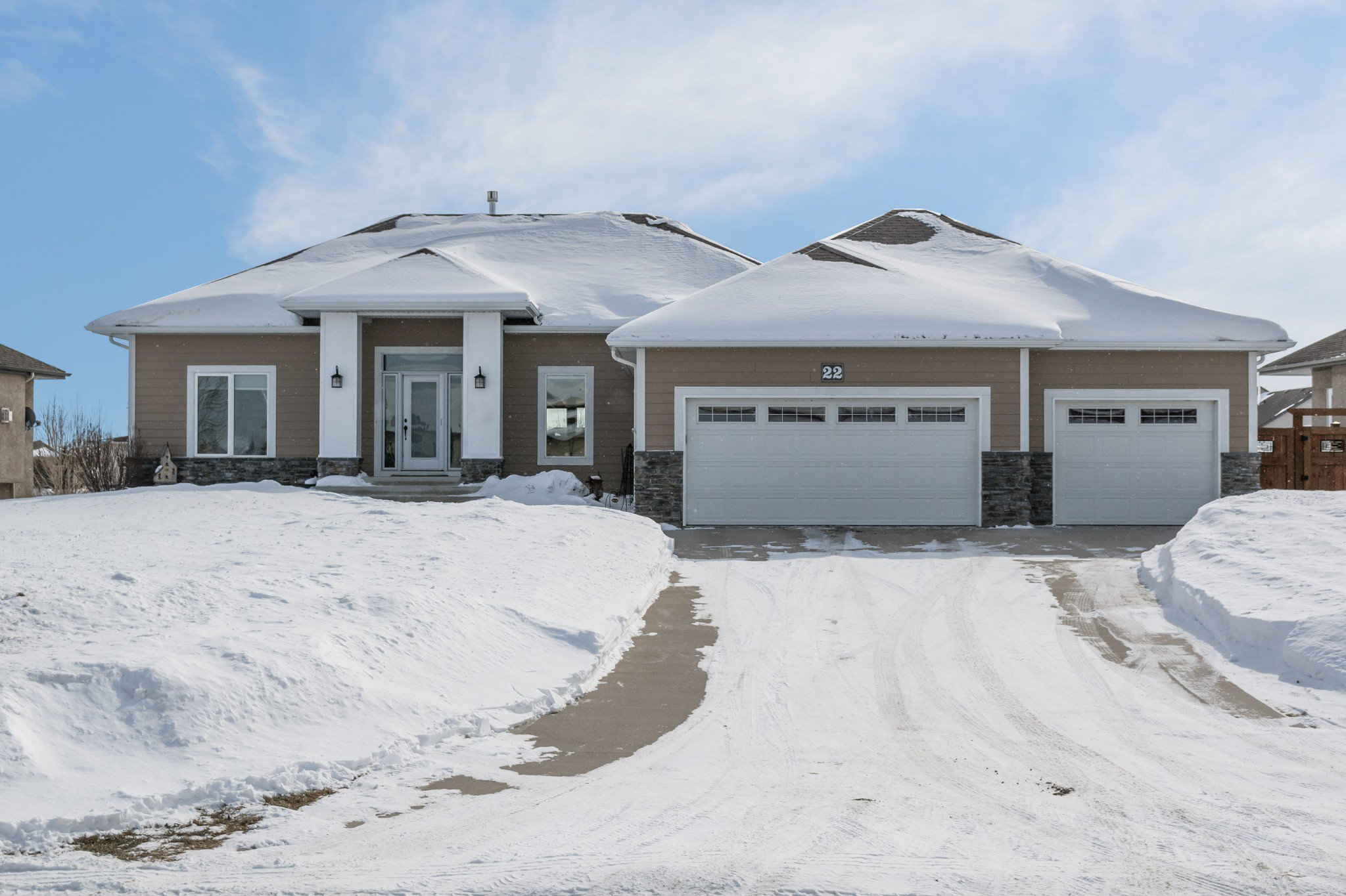 Main Photo: 22 Magnolia Drive: Oakbank Single Family Detached for sale (R04)  : MLS®# 190401