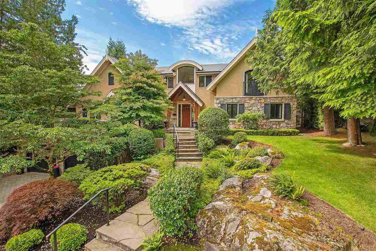 Main Photo: 3914 SOUTHRIDGE Avenue in West Vancouver: Bayridge House for sale : MLS®# R2470036
