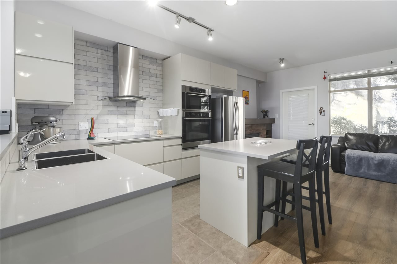 """Photo 2: Photos: 11 320 DECAIRE Street in Coquitlam: Central Coquitlam Townhouse for sale in """"OUTLOOK"""" : MLS®# R2498311"""