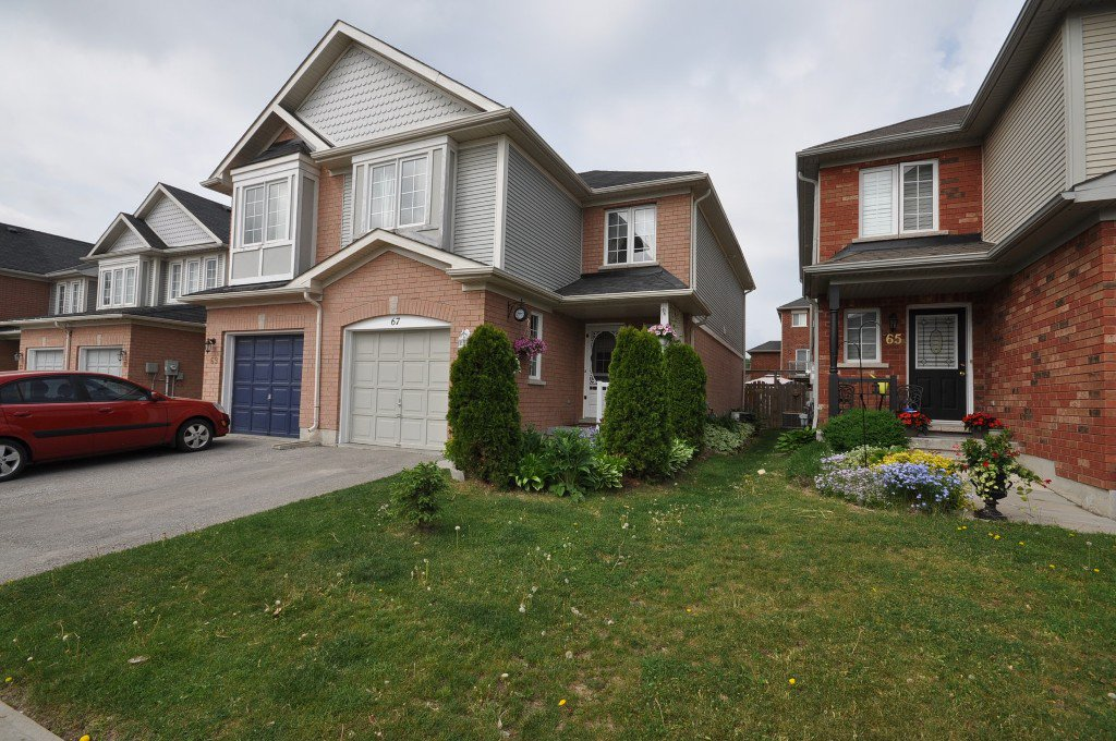 Main Photo: : Freehold for sale : MLS®# N2374511