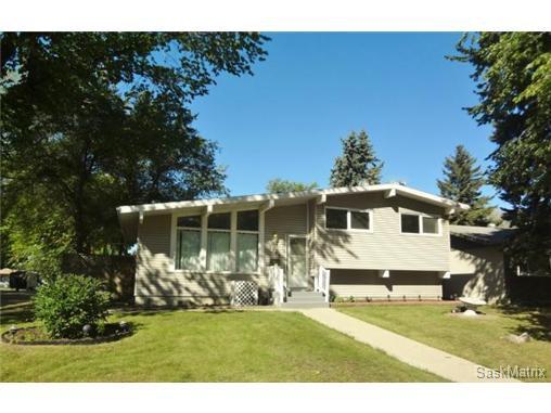 Main Photo: 2760 Eastview in Saskatoon: Single Family Dwelling for sale : MLS®# 511188