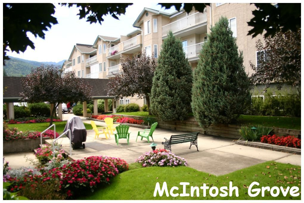 Main Photo: 302 250 Southeast 5 Street in Salmon Arm: Central House for sale : MLS®# 10088442