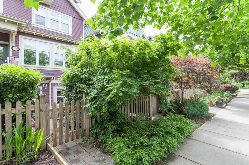 Main Photo: 2 1628 GRANT STREET in Vancouver: Grandview VE Townhouse for sale (Vancouver East)  : MLS®# R2066961