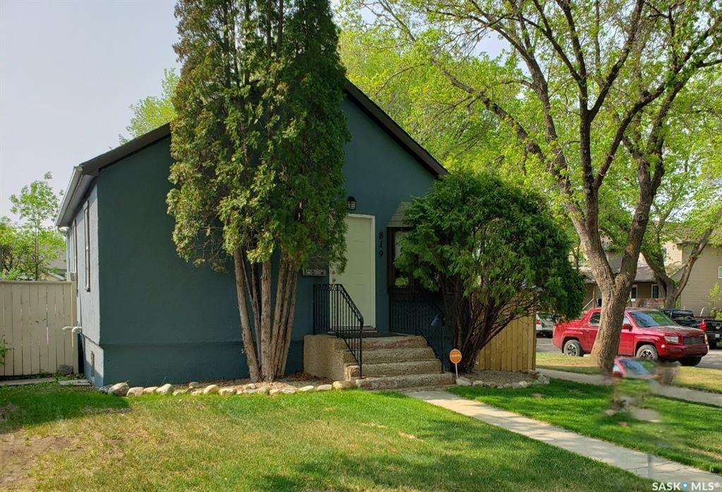 Main Photo: 819 31st Street West in Saskatoon: Westmount Residential for sale : MLS®# SK781864