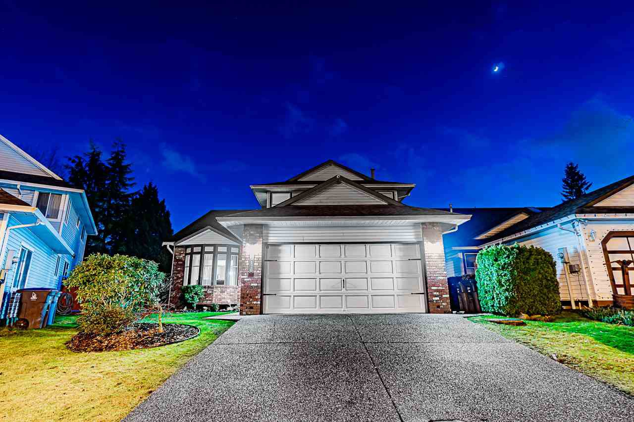 Main Photo: 15176 96A Avenue in Surrey: Guildford House for sale (North Surrey)  : MLS®# R2431551