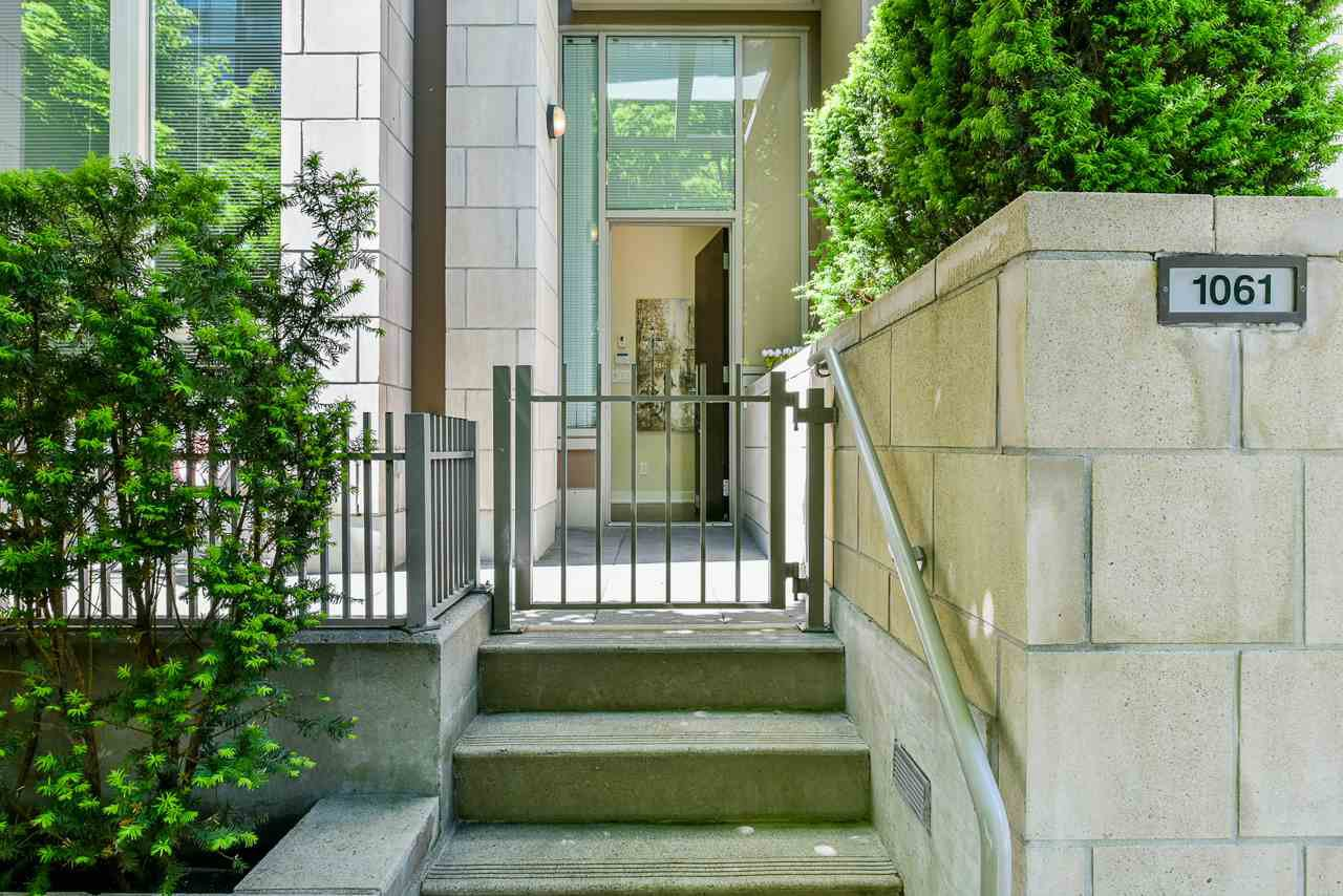 "Main Photo: 1061 RICHARDS Street in Vancouver: Downtown VW Townhouse for sale in ""Donovan"" (Vancouver West)  : MLS®# R2460503"