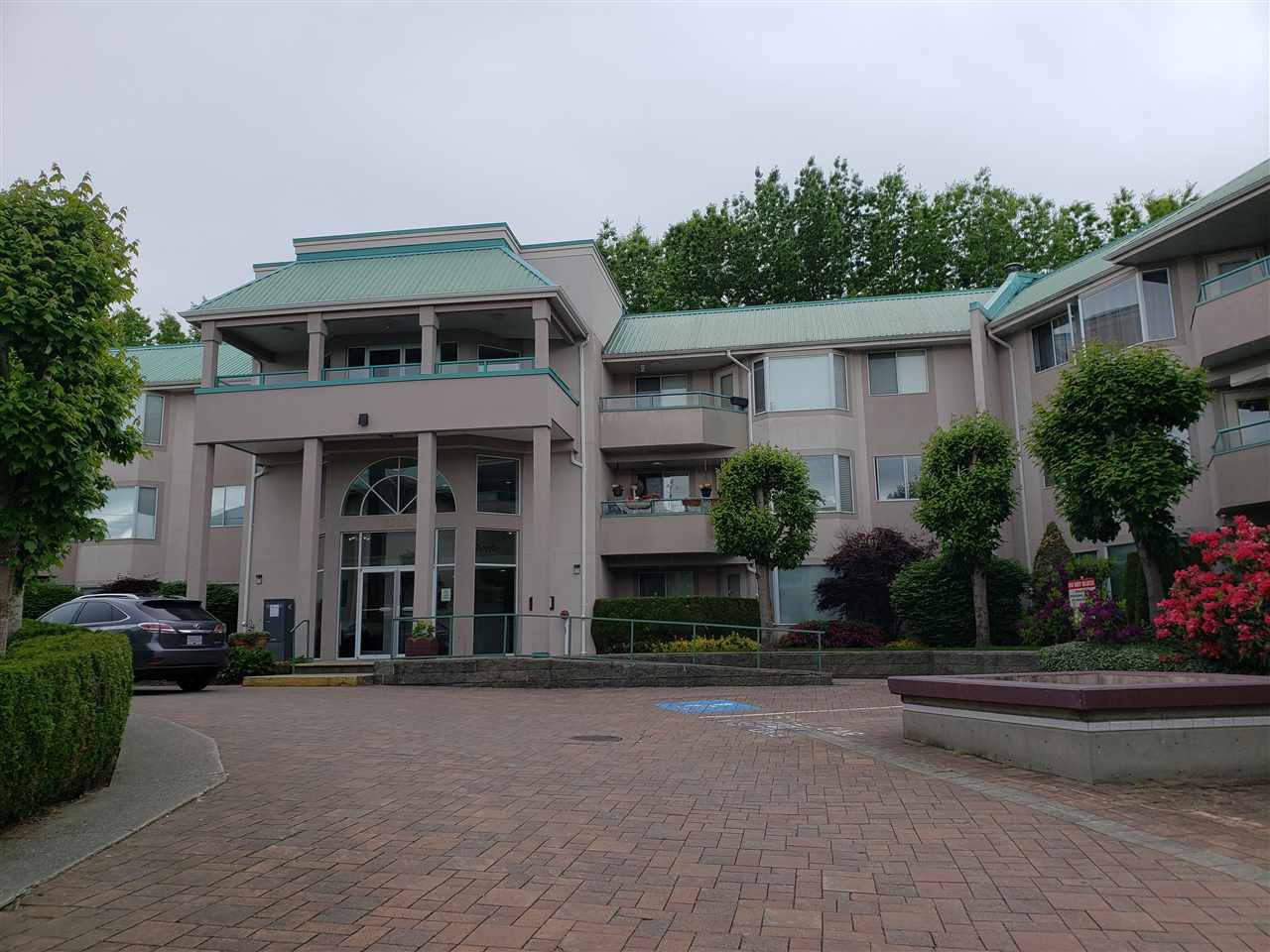 """Main Photo: 308 33165 OLD YALE Road in Abbotsford: Central Abbotsford Condo for sale in """"Sommerset Ridge"""" : MLS®# R2526606"""