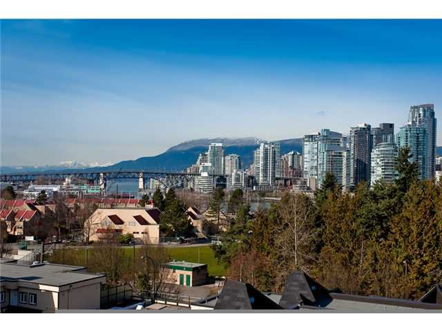 "Main Photo: 28 939 W 7TH Avenue in Vancouver: Fairview VW Condo for sale in ""MERIDIAN COURT"" (Vancouver West)  : MLS®# V936138"