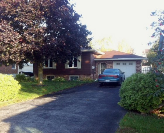 Main Photo: 8 Oak Street: Lindsay Freehold for sale (Kawartha Lakes)