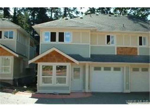 Main Photo: 4 4250 Quadra St in VICTORIA: SE High Quadra Row/Townhouse for sale (Saanich East)  : MLS®# 313846