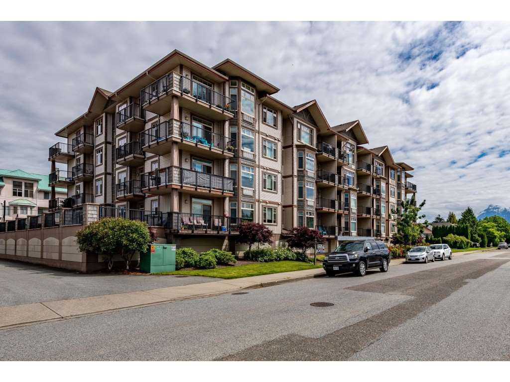 "Main Photo: 204 46021 SECOND Avenue in Chilliwack: Chilliwack E Young-Yale Condo for sale in ""The Charleston"" : MLS®# R2461255"