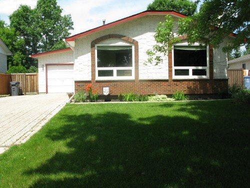 Main Photo: 134 Syracuse Crescent in Winnipeg: Fort Garry / Whyte Ridge / St Norbert Single Family Detached for sale (South Winnipeg)  : MLS®# 1410968