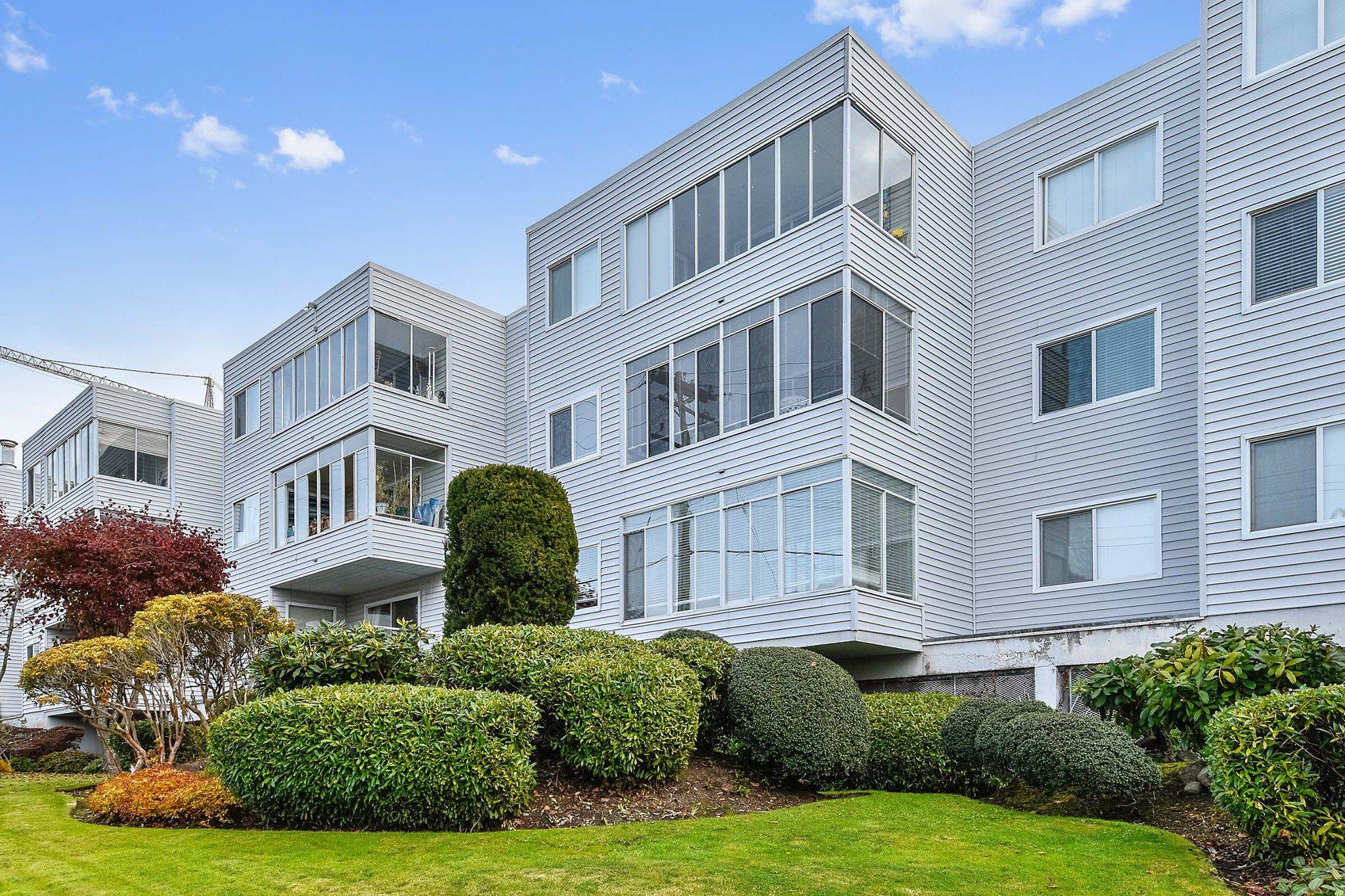 "Photo 2: Photos: 304 1354 WINTER Street: White Rock Condo for sale in ""Winter Estates"" (South Surrey White Rock)  : MLS®# R2418104"