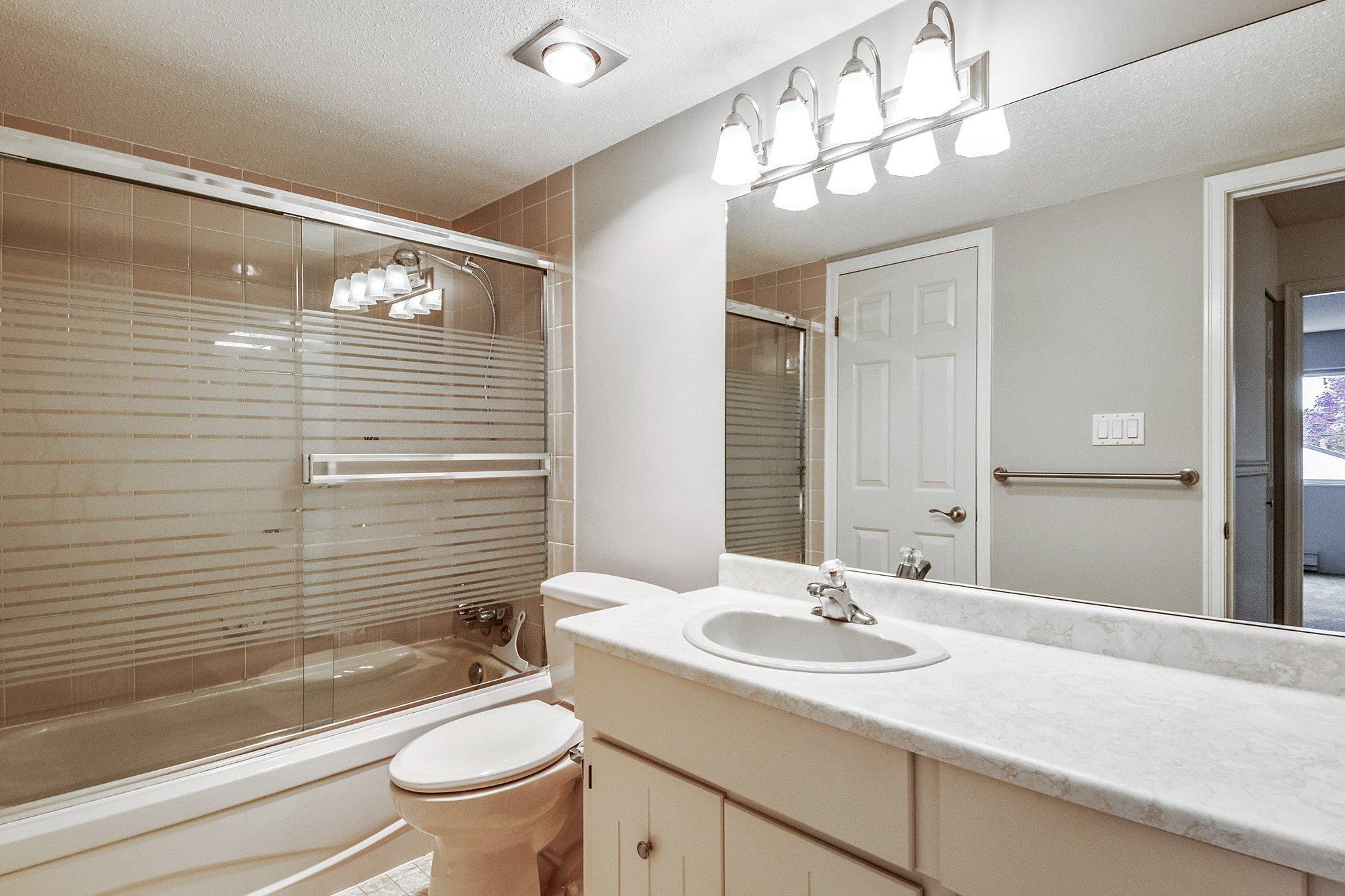 "Photo 14: Photos: 304 1354 WINTER Street: White Rock Condo for sale in ""Winter Estates"" (South Surrey White Rock)  : MLS®# R2418104"
