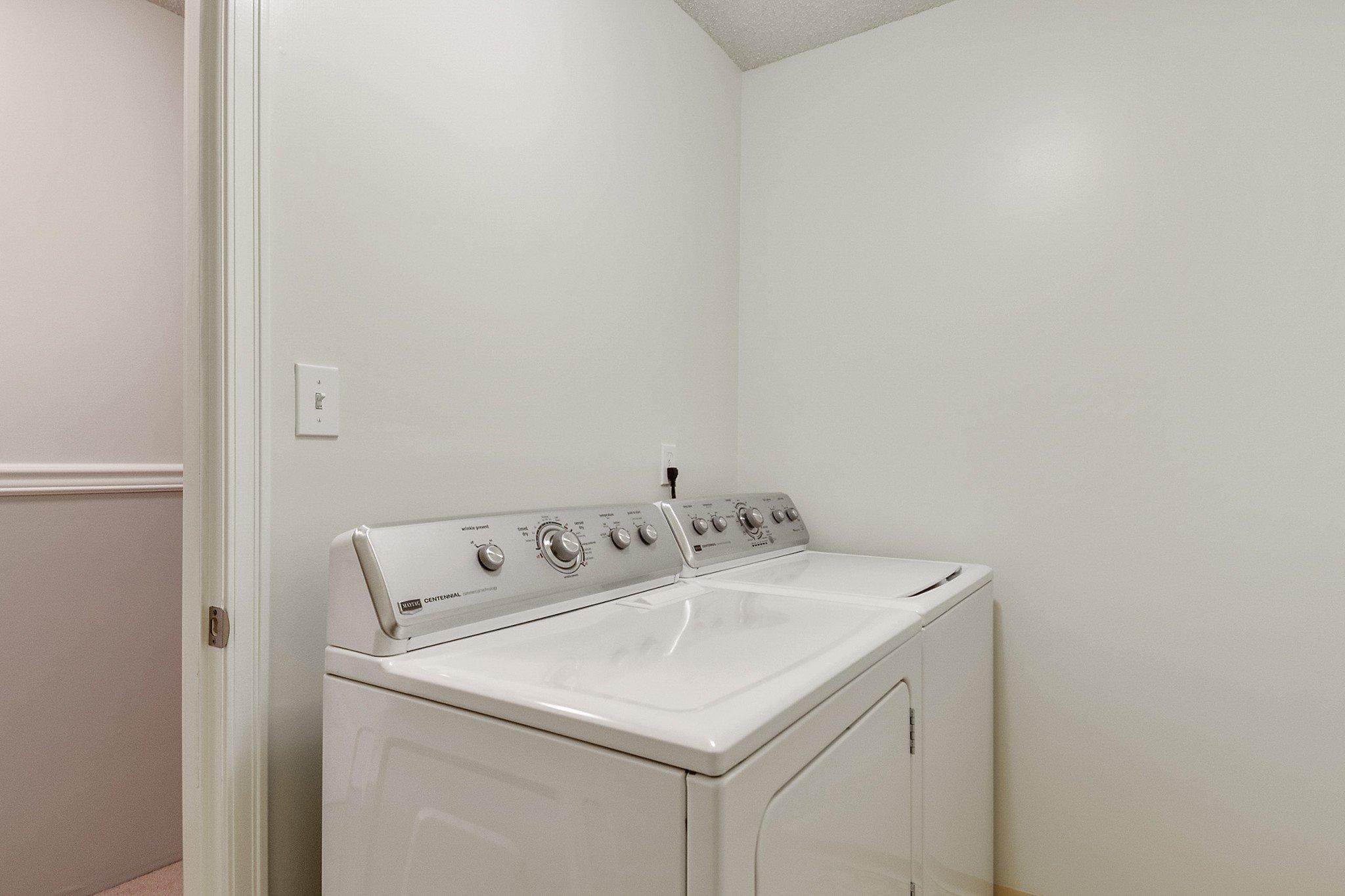 "Photo 15: Photos: 304 1354 WINTER Street: White Rock Condo for sale in ""Winter Estates"" (South Surrey White Rock)  : MLS®# R2418104"