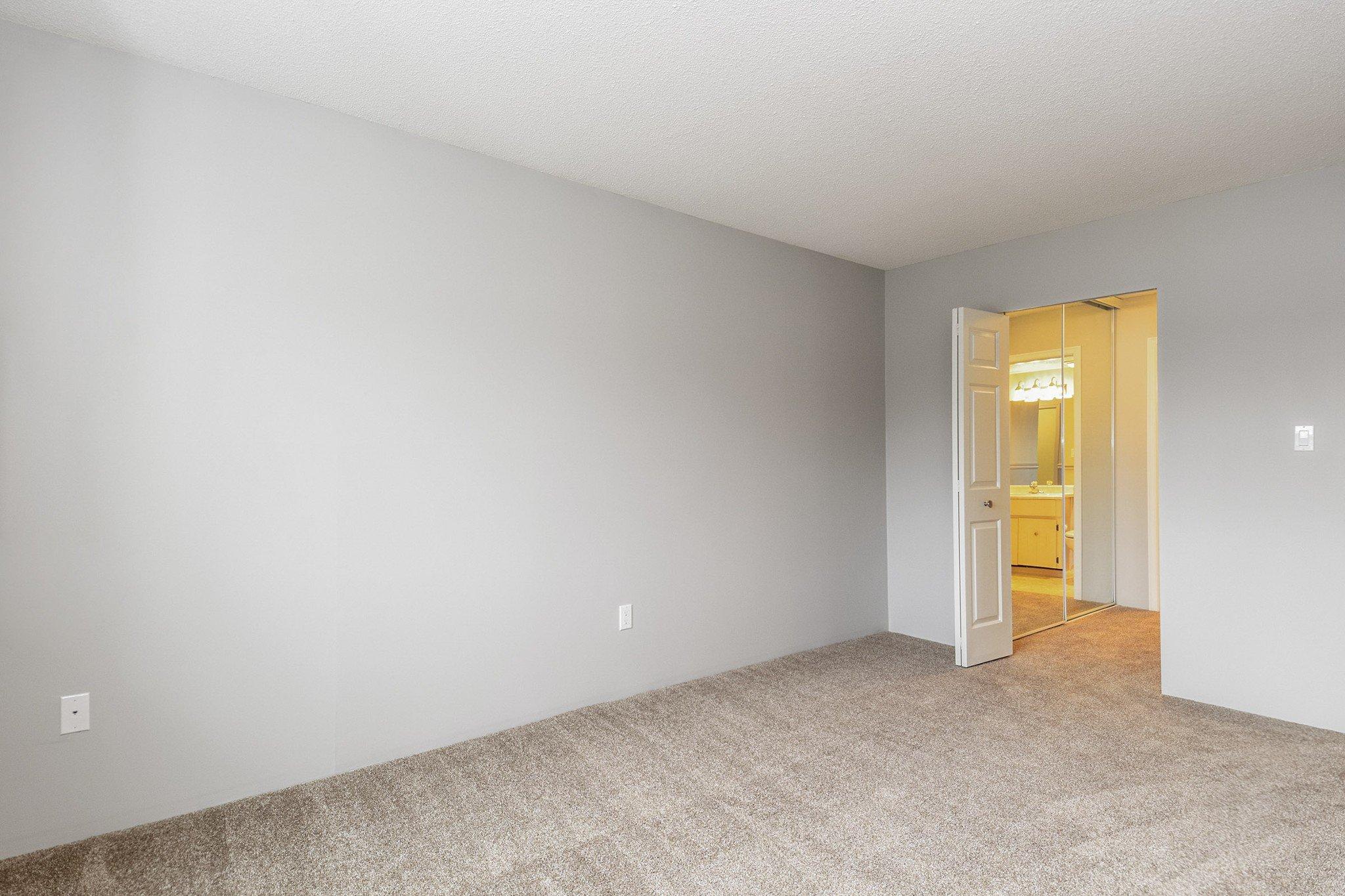 "Photo 13: Photos: 304 1354 WINTER Street: White Rock Condo for sale in ""Winter Estates"" (South Surrey White Rock)  : MLS®# R2418104"