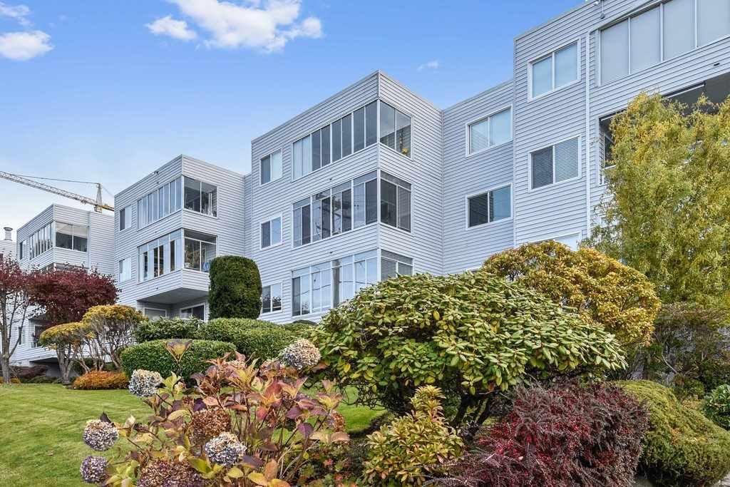 "Main Photo: 304 1354 WINTER Street: White Rock Condo for sale in ""Winter Estates"" (South Surrey White Rock)  : MLS®# R2418104"