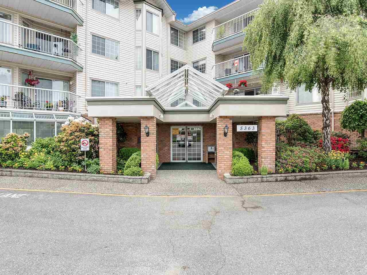 "Main Photo: 309 5363 206 Street in Langley: Langley City Condo for sale in ""Parkway II"" : MLS®# R2457665"