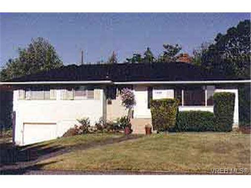 Main Photo: 1727 Townley St in VICTORIA: SE Camosun Single Family Detached for sale (Saanich East)  : MLS®# 131916