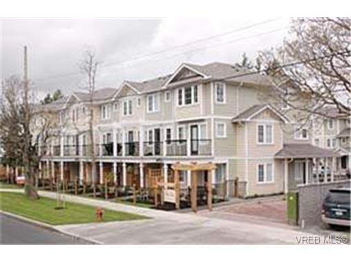 Main Photo:  in : La Langford Proper Row/Townhouse for sale (Langford)  : MLS®# 428968
