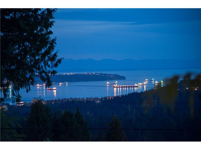Main Photo: 562 Alpine Court in North Vancouver: Canyon Heights NV House for sale : MLS®# V1124961