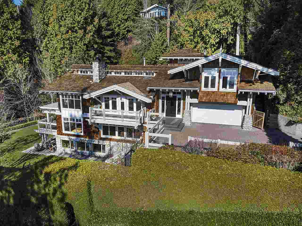 Main Photo: 2475 PALMERSTON Avenue in West Vancouver: Queens House for sale : MLS®# R2486592