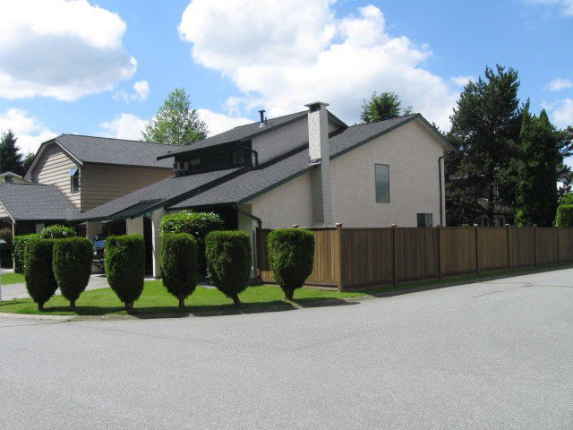 "Photo 2: Photos: 1255 BLUFF Drive in Coquitlam: River Springs House for sale in ""RIVER SPRINGS"" : MLS®# V1010046"