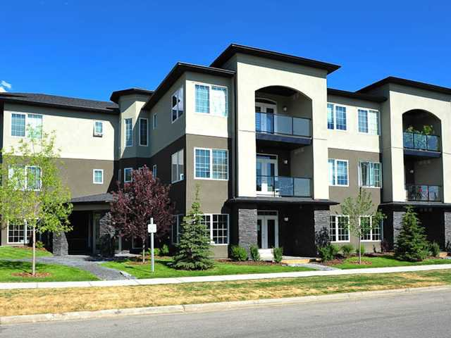 Main Photo: 101 201 20 Avenue NE in CALGARY: Tuxedo Condo for sale (Calgary)  : MLS®# C3577069