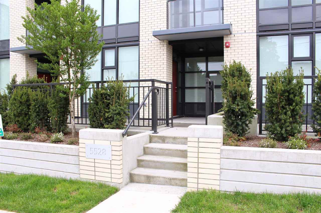 Main Photo: 5528 ORMIDALE STREET in : Collingwood VE Townhouse for sale : MLS®# R2168156