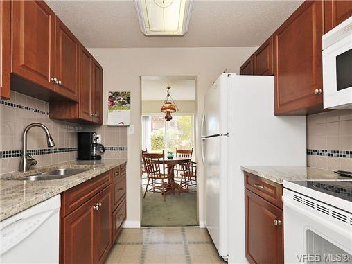 Main Photo: 35 840 Craigflower Road in VICTORIA: Es Kinsmen Park Townhouse for sale (Esquimalt)  : MLS®# 322097