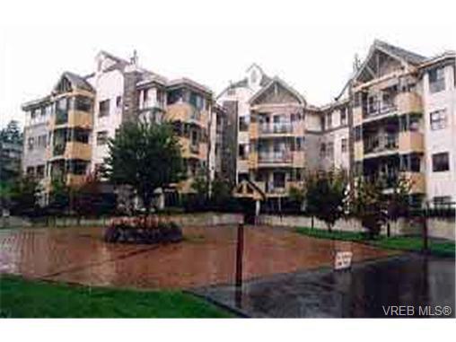 Main Photo: 411 494 Marsett Pl in VICTORIA: SW Royal Oak Condo Apartment for sale (Saanich West)  : MLS®# 182433
