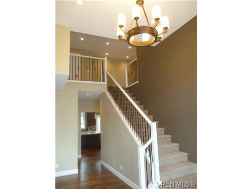 Photo 11: Photos: 559 Bezanton Way in VICTORIA: Co Latoria Residential for sale (Colwood)  : MLS®# 320044