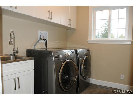 Photo 17: Photos: 559 Bezanton Way in VICTORIA: Co Latoria Residential for sale (Colwood)  : MLS®# 320044
