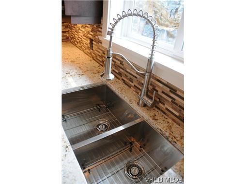 Photo 4: Photos: 559 Bezanton Way in VICTORIA: Co Latoria Residential for sale (Colwood)  : MLS®# 320044