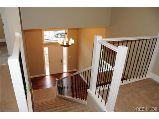 Photo 12: Photos: 559 Bezanton Way in VICTORIA: Co Latoria Residential for sale (Colwood)  : MLS®# 320044