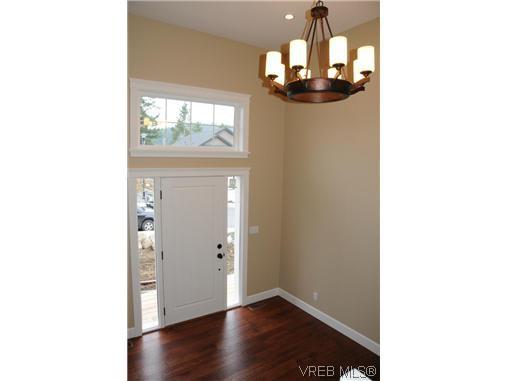 Photo 10: Photos: 559 Bezanton Way in VICTORIA: Co Latoria Residential for sale (Colwood)  : MLS®# 320044