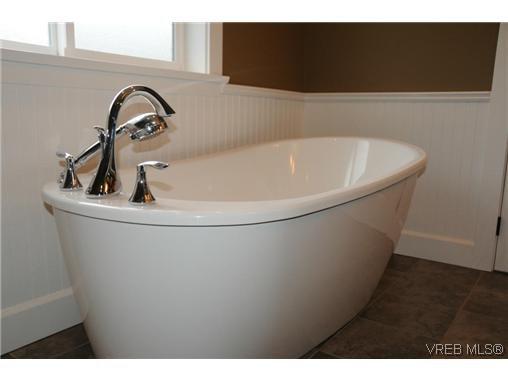 Photo 7: Photos: 559 Bezanton Way in VICTORIA: Co Latoria Residential for sale (Colwood)  : MLS®# 320044