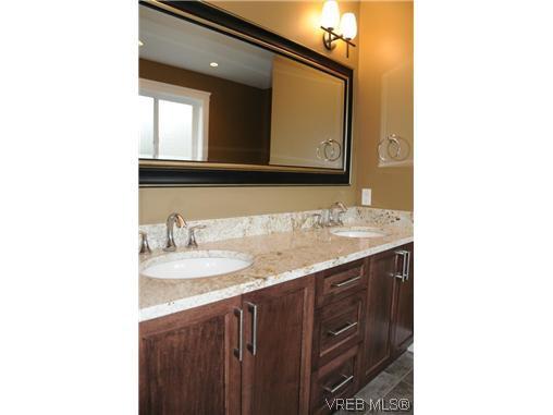 Photo 8: Photos: 559 Bezanton Way in VICTORIA: Co Latoria Residential for sale (Colwood)  : MLS®# 320044