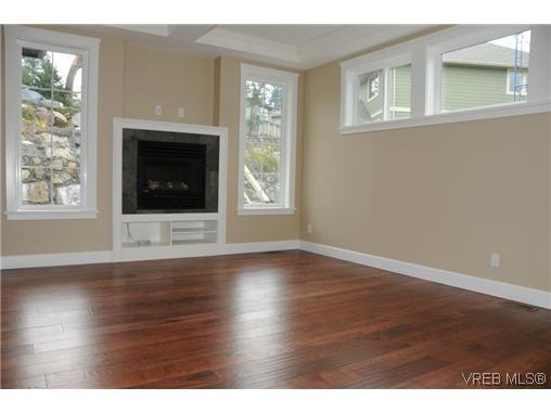 Photo 5: Photos: 559 Bezanton Way in VICTORIA: Co Latoria Residential for sale (Colwood)  : MLS®# 320044