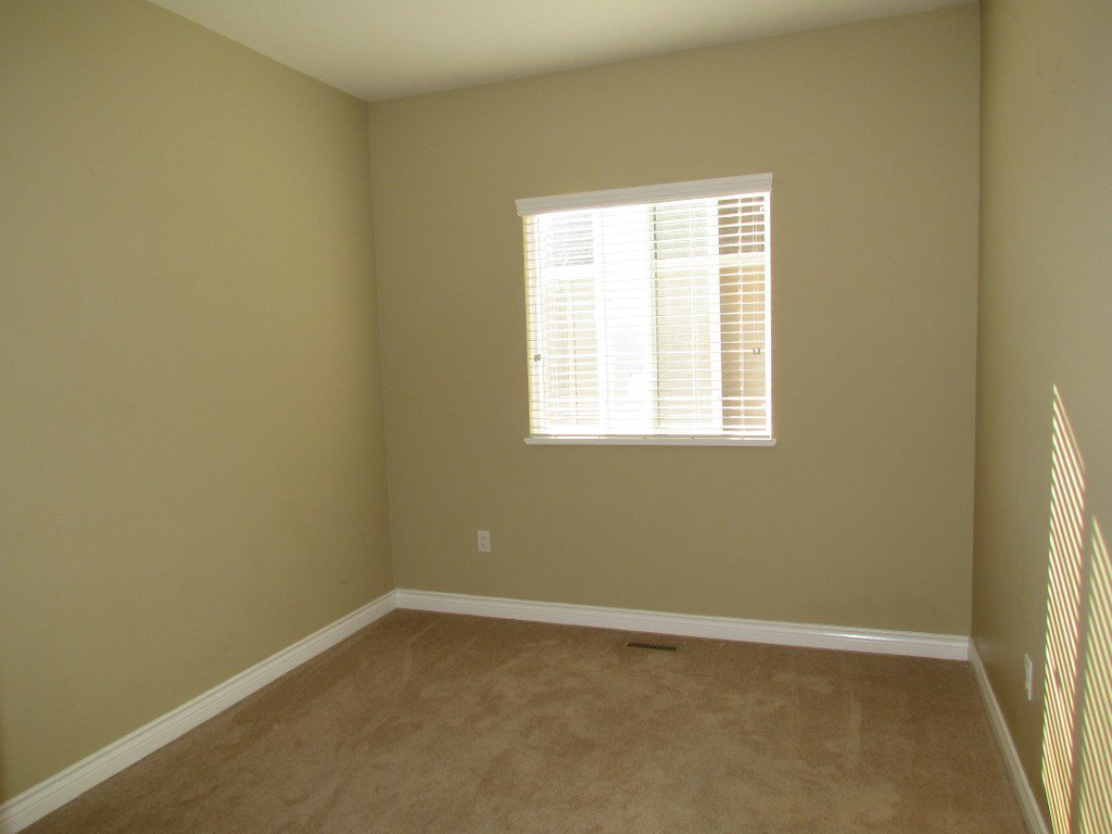 Photo 11: Photos: Upper 35588 Dina Pl. in Abbotsford: Abbotsford East House for rent