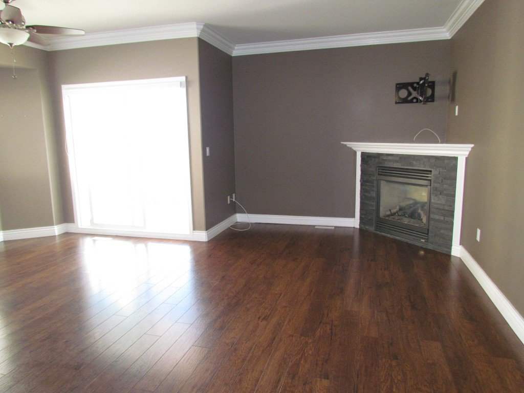 Photo 4: Photos: Upper 35588 Dina Pl. in Abbotsford: Abbotsford East House for rent