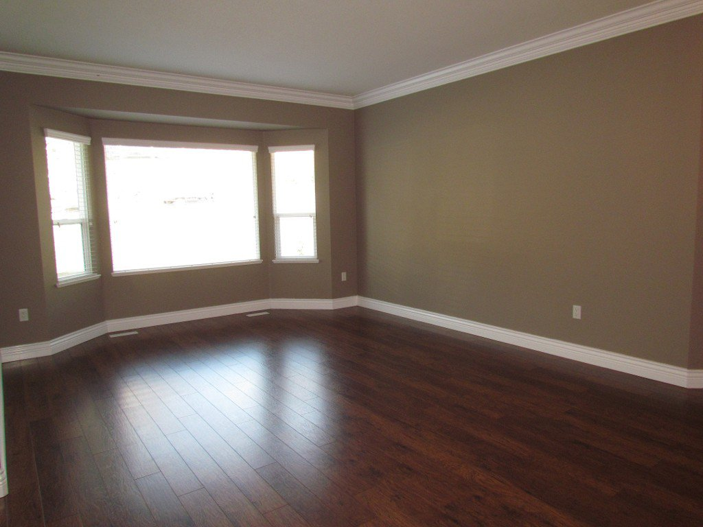 Photo 2: Photos: Upper 35588 Dina Pl. in Abbotsford: Abbotsford East House for rent