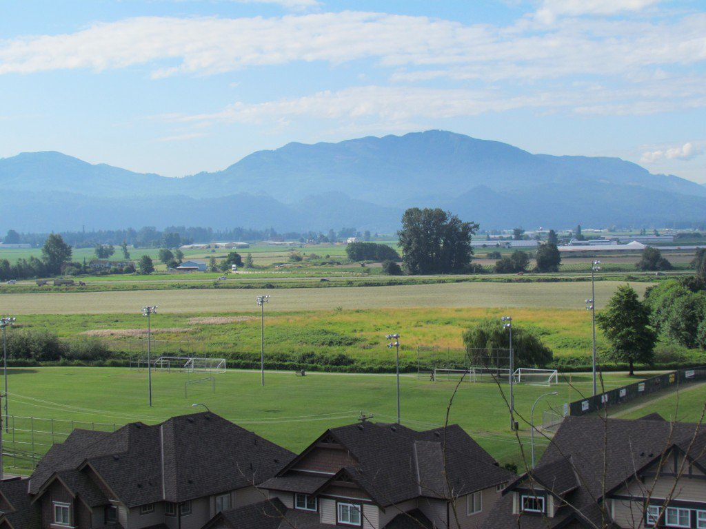 Photo 16: Photos: Upper 35588 Dina Pl. in Abbotsford: Abbotsford East House for rent
