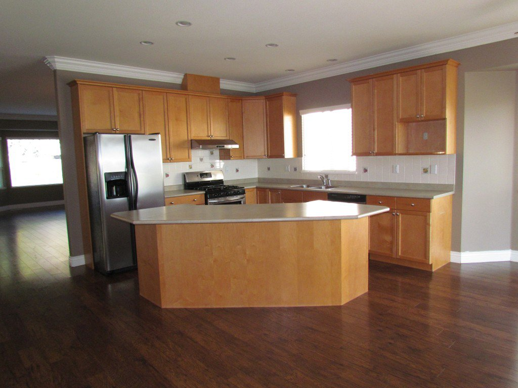 Photo 7: Photos: Upper 35588 Dina Pl. in Abbotsford: Abbotsford East House for rent