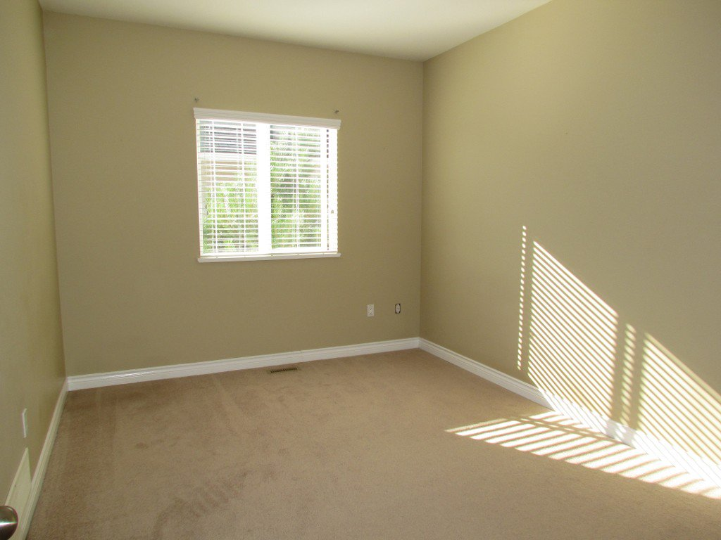 Photo 9: Photos: Upper 35588 Dina Pl. in Abbotsford: Abbotsford East House for rent