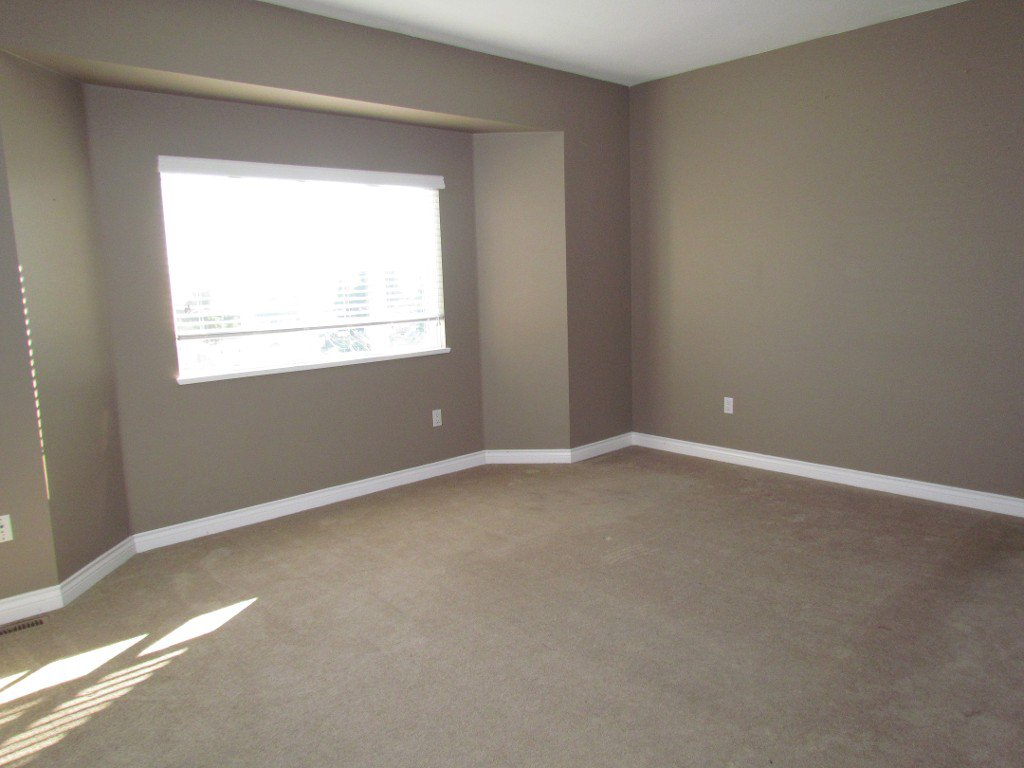 Photo 12: Photos: Upper 35588 Dina Pl. in Abbotsford: Abbotsford East House for rent