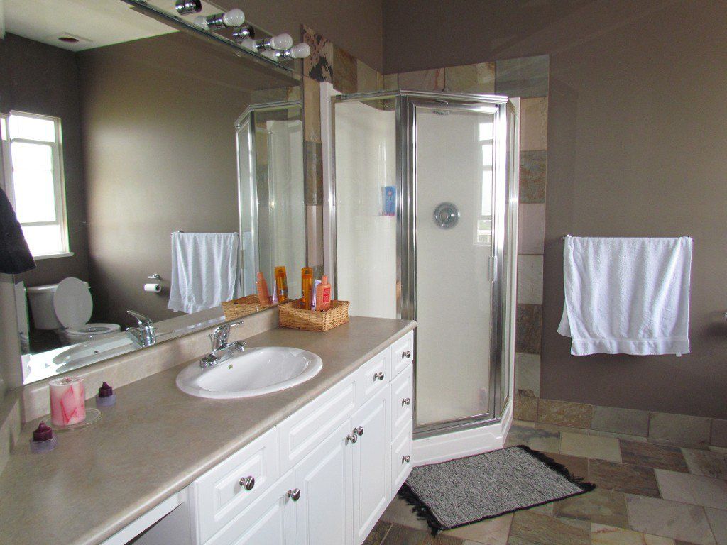 Photo 13: Photos: Upper 35588 Dina Pl. in Abbotsford: Abbotsford East House for rent